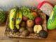Kiwis, Äpfel, Trauben und Bananen